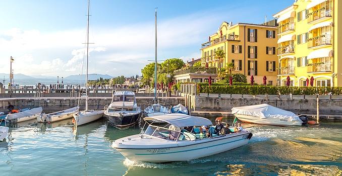 Bild zeigt den Ort Sirmione, Lago di Garda